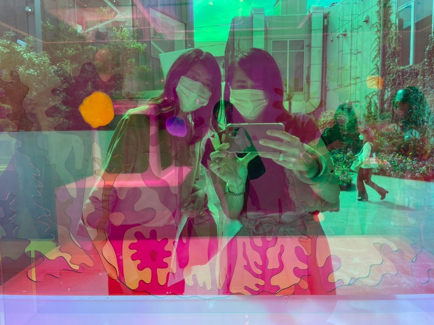 濃ベージュシャツで 華組の豊田真由美ちゃんとMiss Dior Exhibitionへ。_1_5