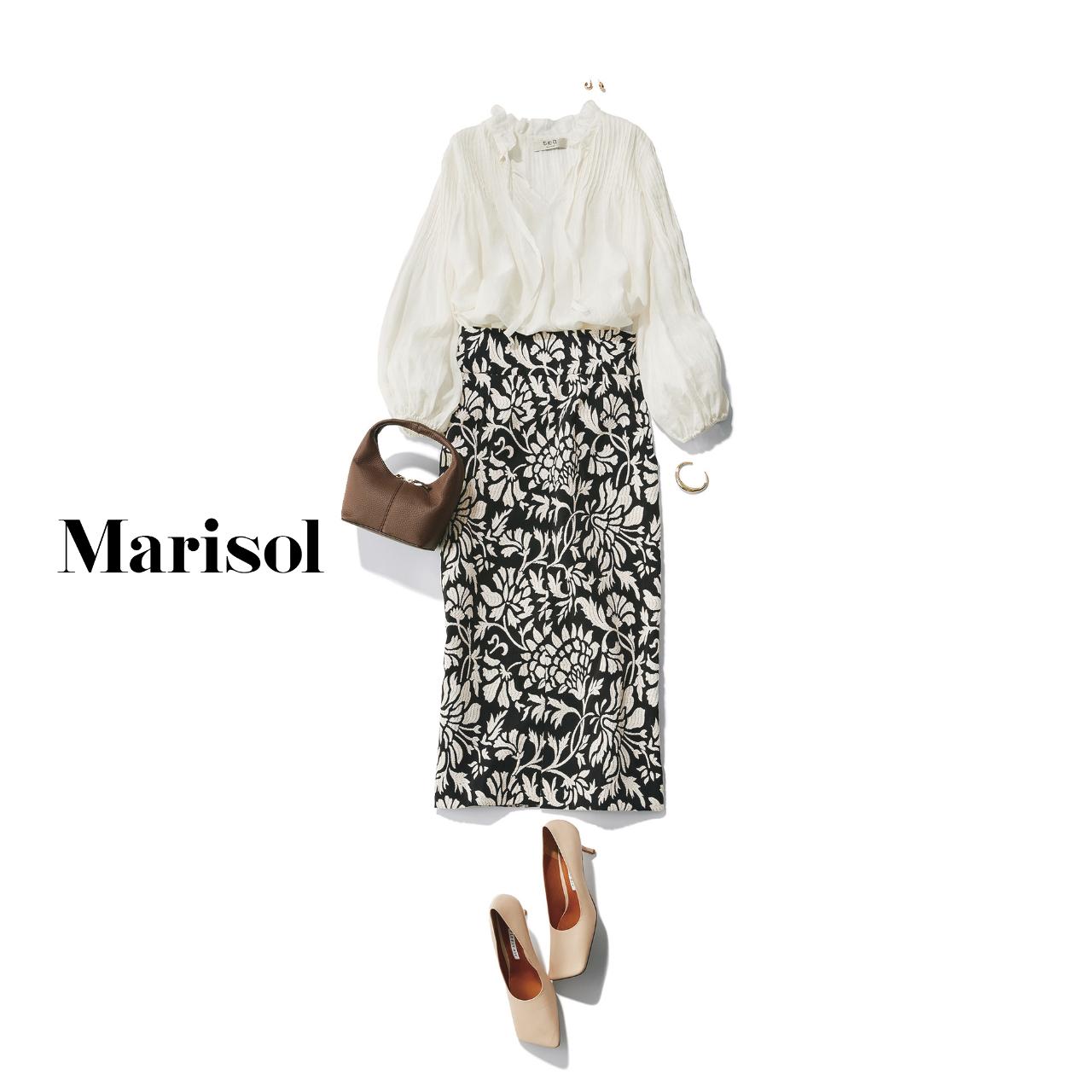 40代ファッション 白ブラウス×柄スカートコーデ