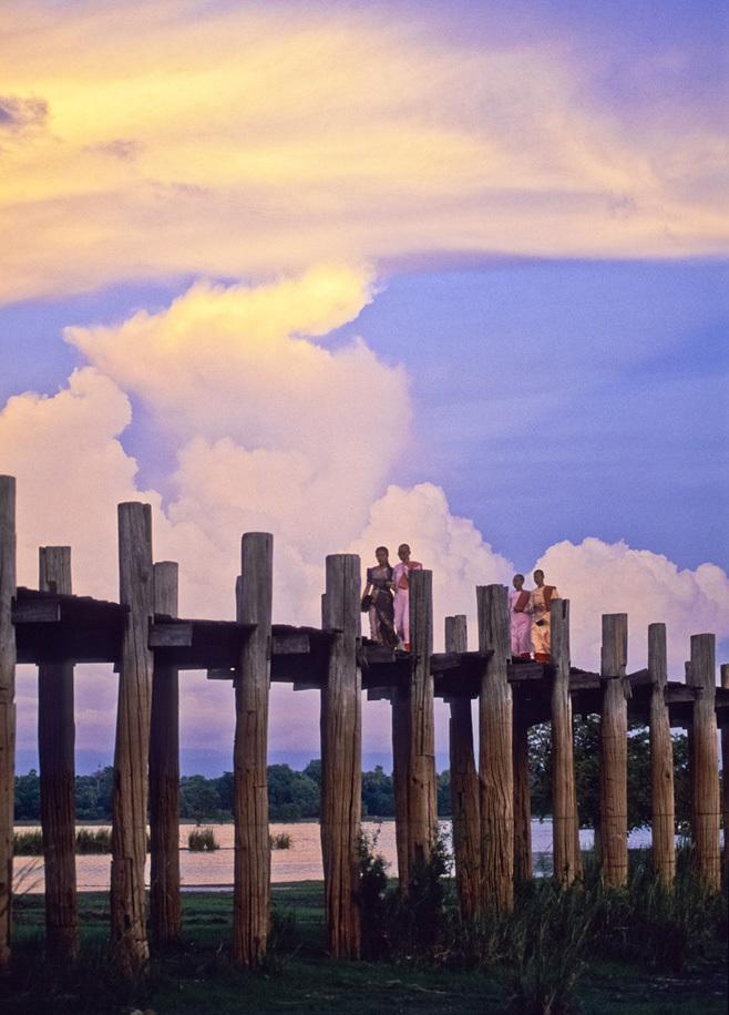 <ミャンマーの旅>マンダレー信仰の要、マハムニ仏に手を合わせる(マンダレー①)_1_4-4