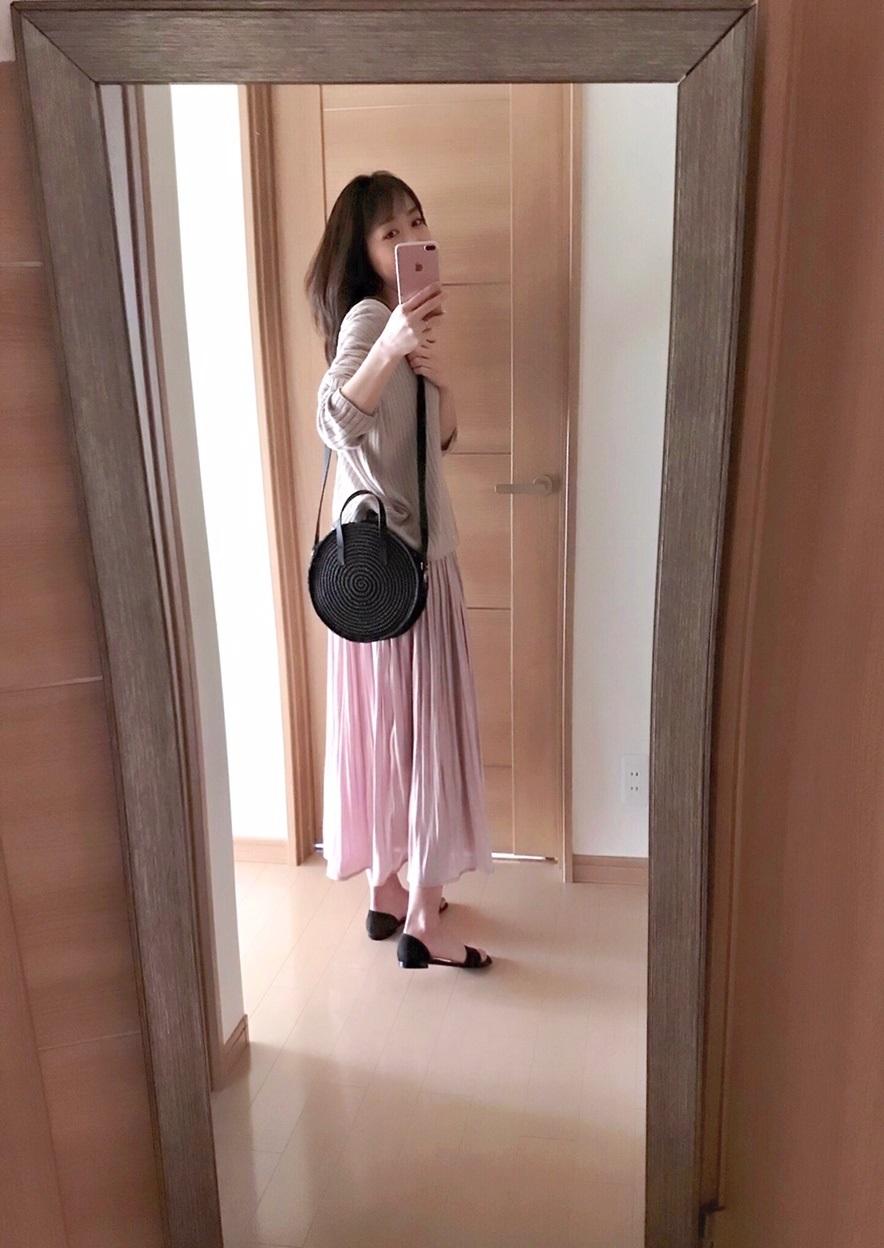 VISのピンクフレアスカートの着画