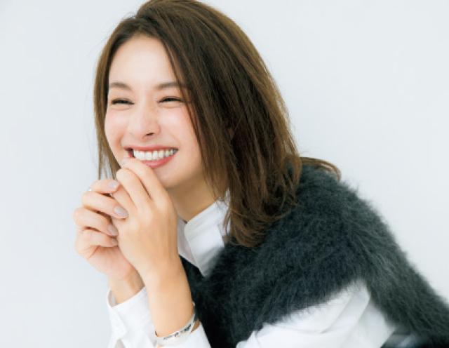 笑顔の稲沢朋子