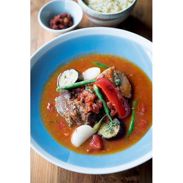 「羊のトマト煮込み クスクスと自家製アリッサ添え」¥2,500