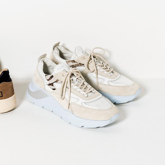 ライトグレーのソールがアクセント。靴「FUGA」¥34,100/ウィム ガゼット 青山店(デイト)
