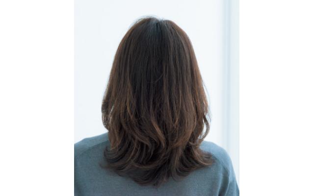 自然なWバングの前髪のバック