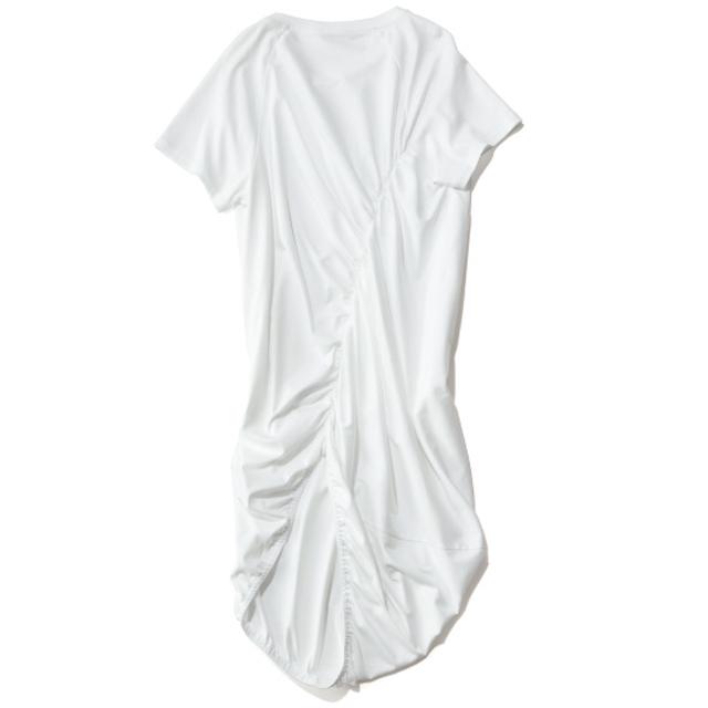 ELIN×éclat ギャザーTシャツ(ホワイトのバックスタイル)