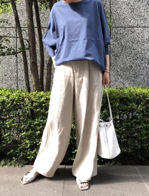 モデル身長:162cm、トップスはブルーを着用