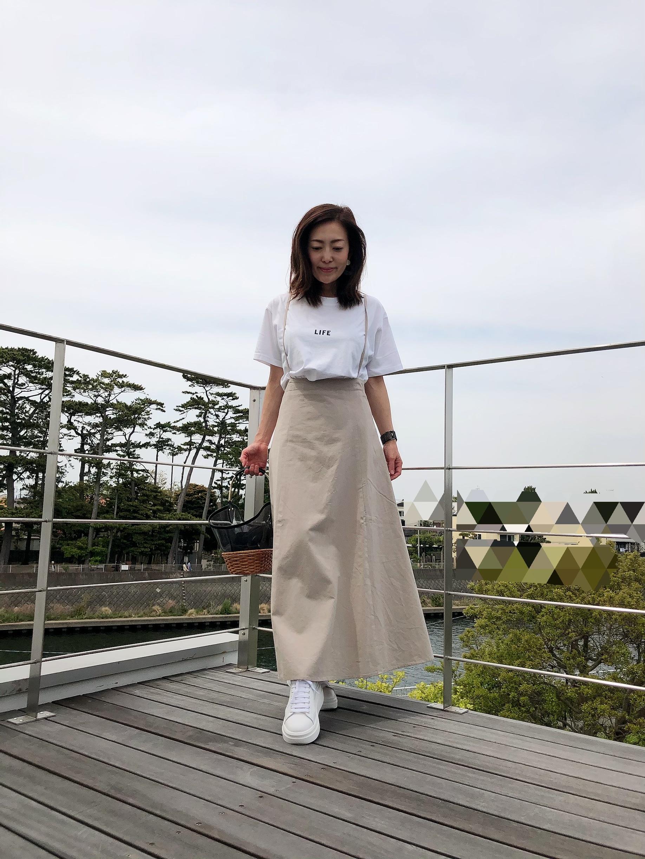 サスペンダースカートとロゴT&ちょい巻きヘア_1_4