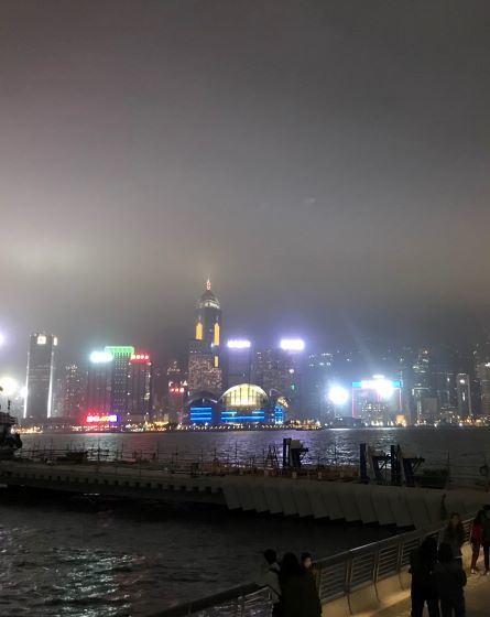 ショー直後、九龍島から香港島を臨む