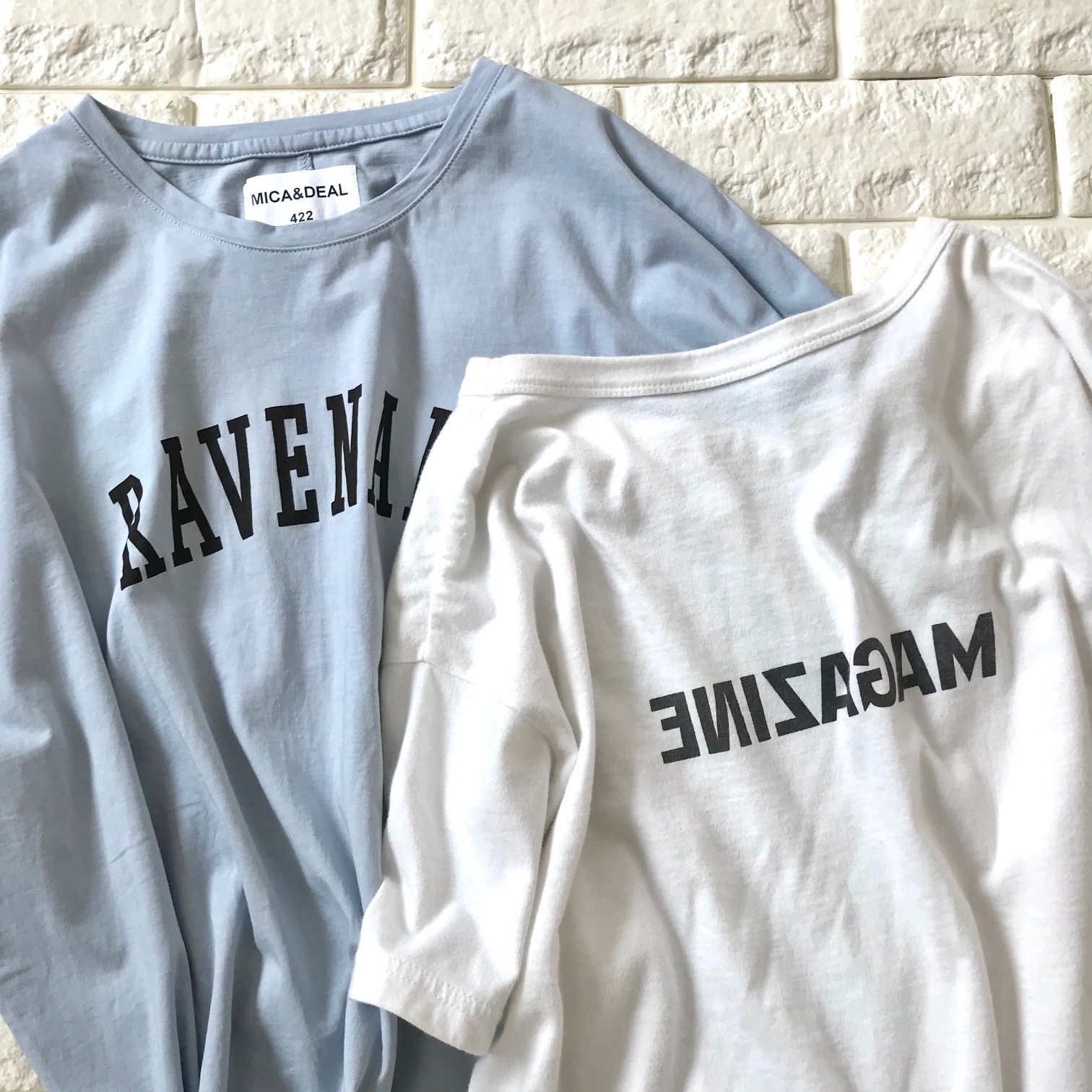 MICA&DEALのTシャツとサードマガジンのTシャツ並列画像