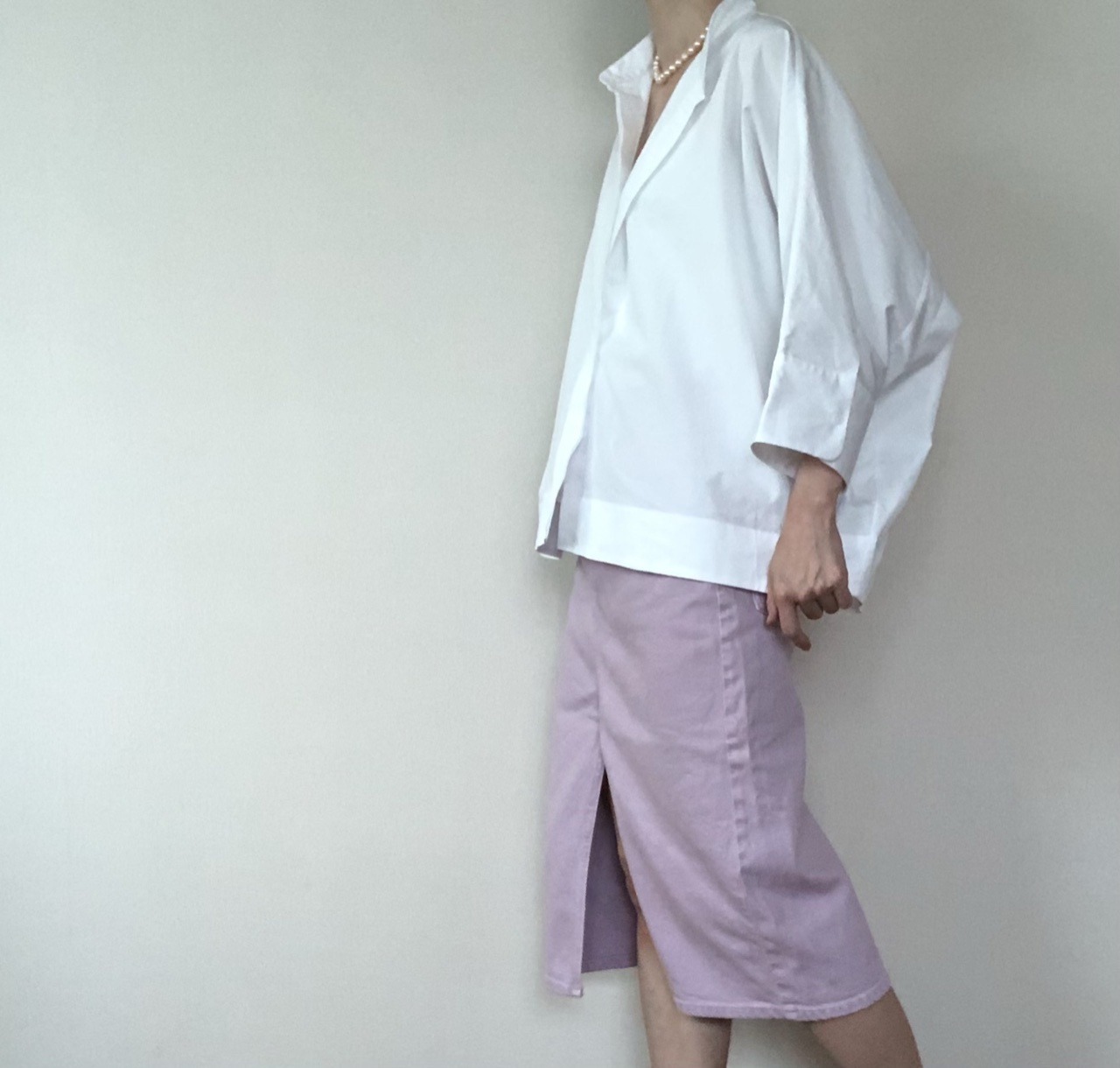 UNIQLO +J のホワイトシャツ とZARAのデニムスカート