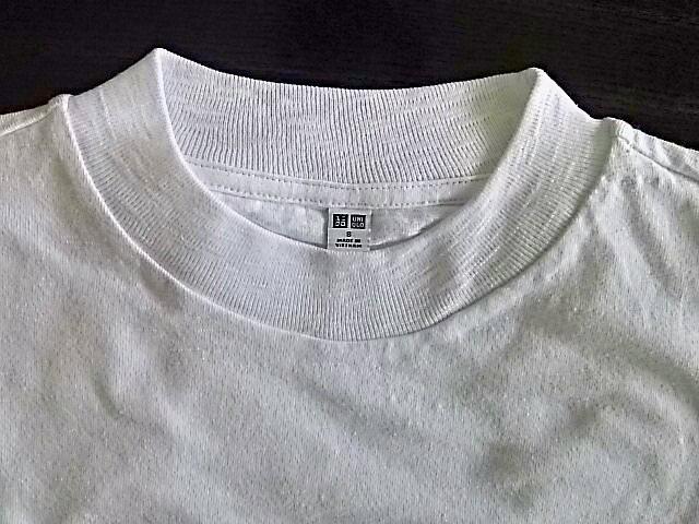 ユニクロのTシャツ。私はスラブハイネック派。_1_2