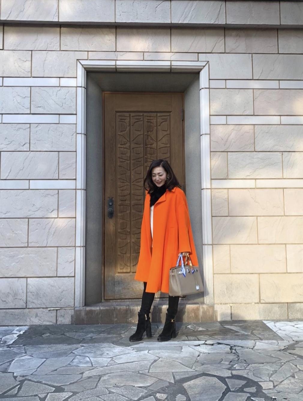 気持ちもアガる↑鮮やかなオレンジコートを着てお出かけ_1_2