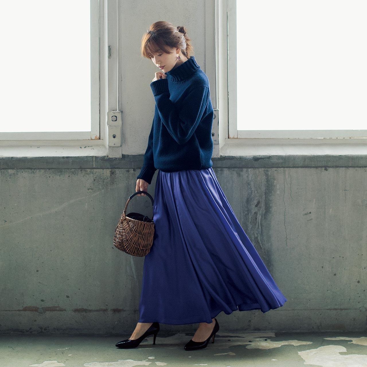 ネイビーニット×ロングスカートのファッションコーデ