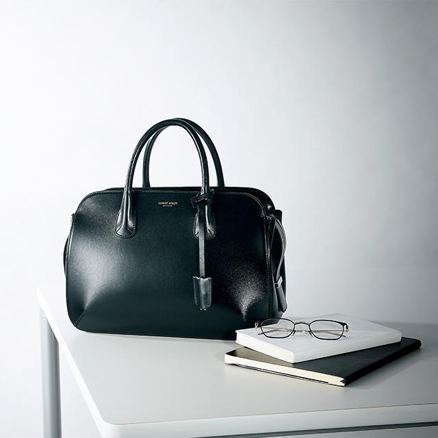 ゴージャスだけど華美ではないジョルジオ・アルマーニのバッグ