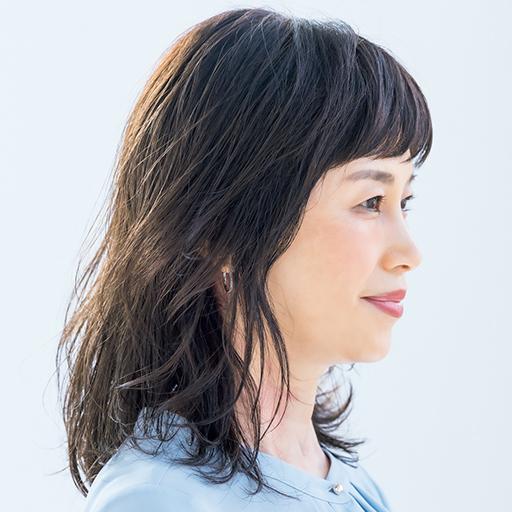 レイヤー×パーマが印象的なミディアムヘアのサイド