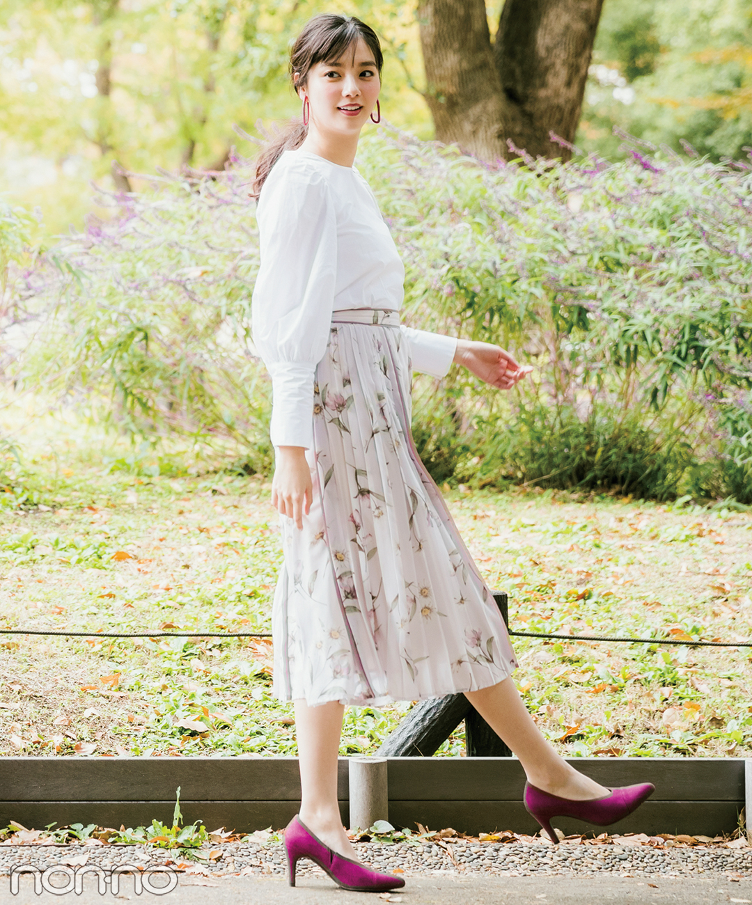 【春の花柄スカートコーデ】ストンとした花柄スカートでパフスリーブを強調