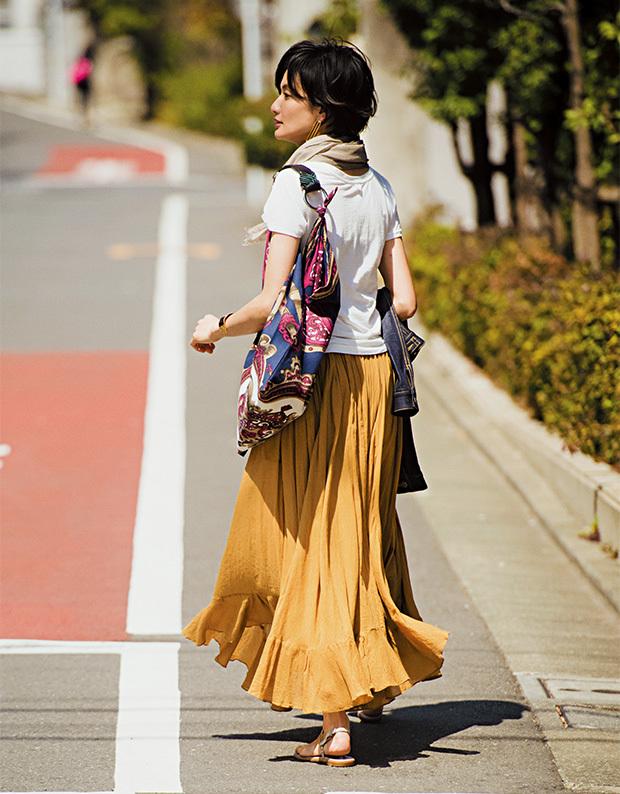 スタイリスト福田亜矢子が提案。フラットサンダルでラフに楽しむ 「ふんわりロングスカート」_1_2
