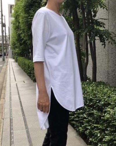 ATON ラウンドヘムTシャツ ¥15,400