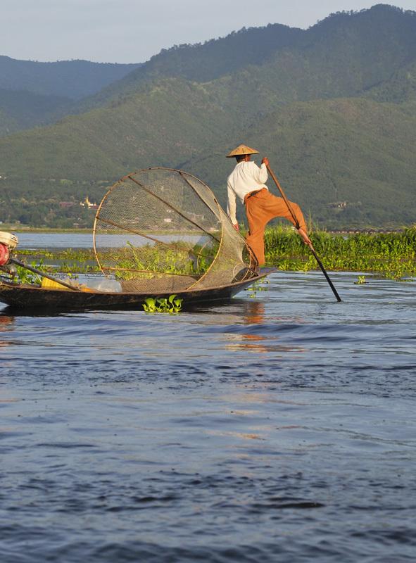 <ミャンマーの旅>こんな所にパゴダ(仏塔)驚きのインレー湖(インレー湖-①)_1_4-2