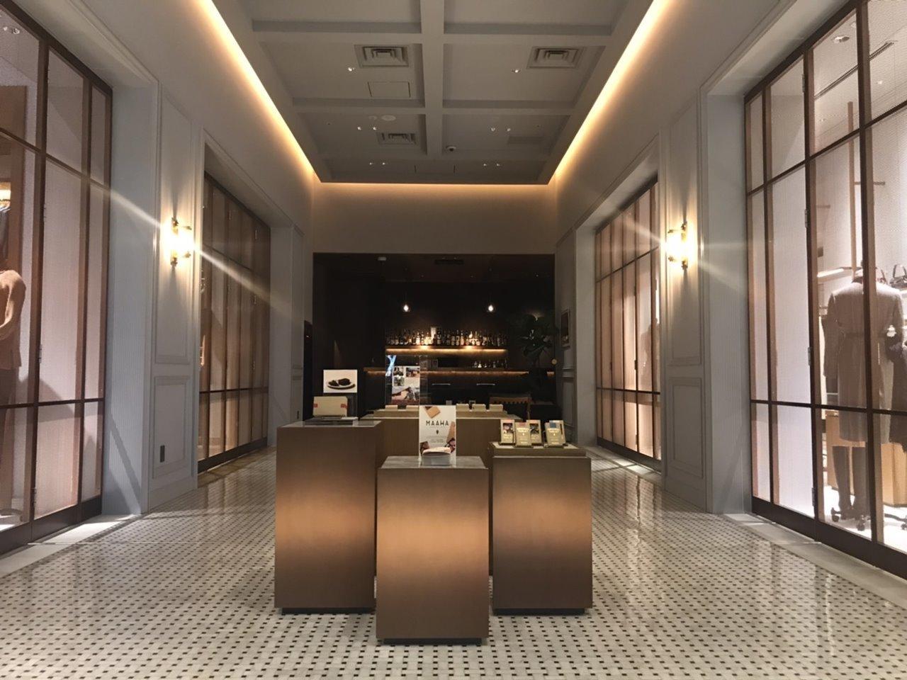 「ポール・スチュアート青山本店」中央コリドー(回廊)で開催中