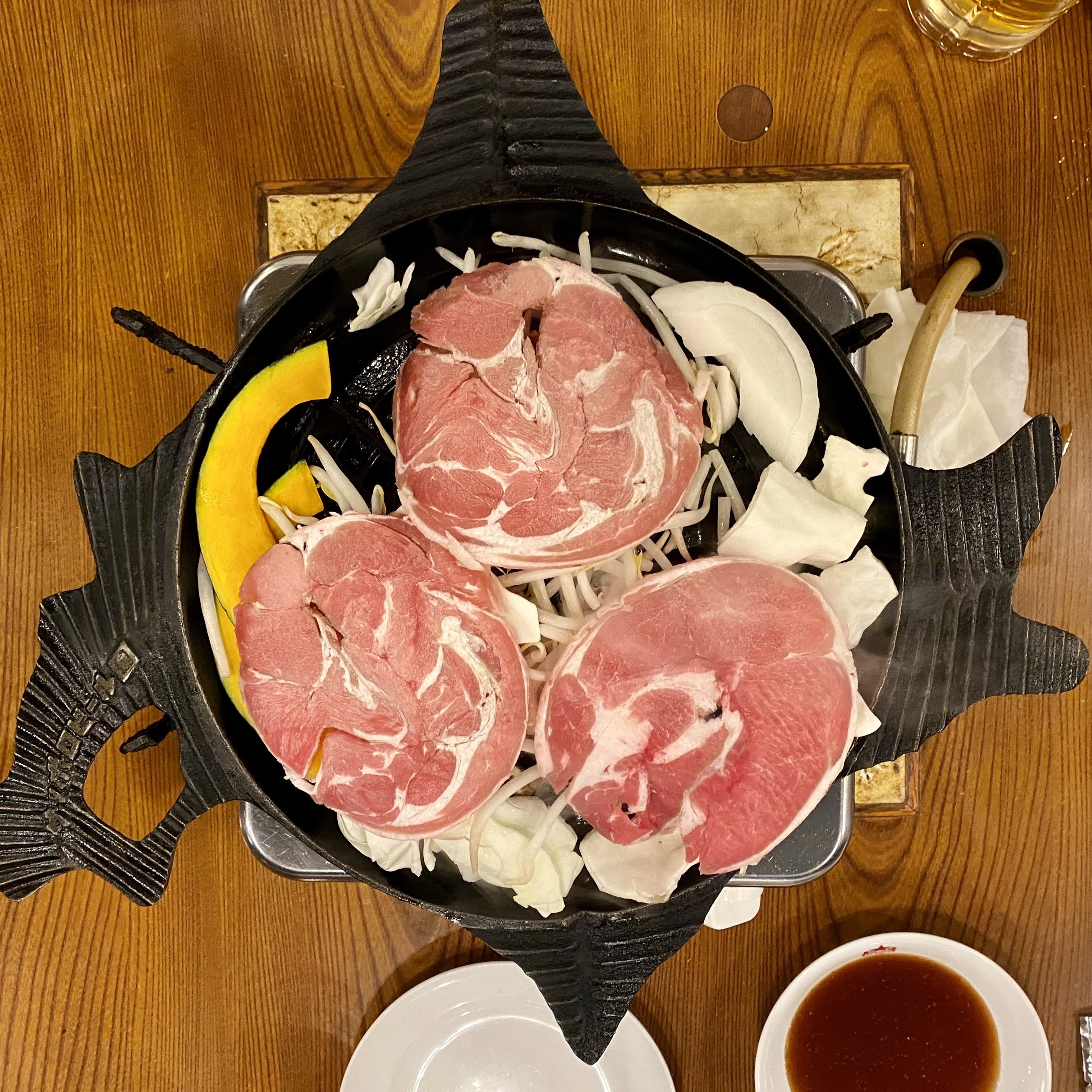 ジンギスカン鍋が北海道の形