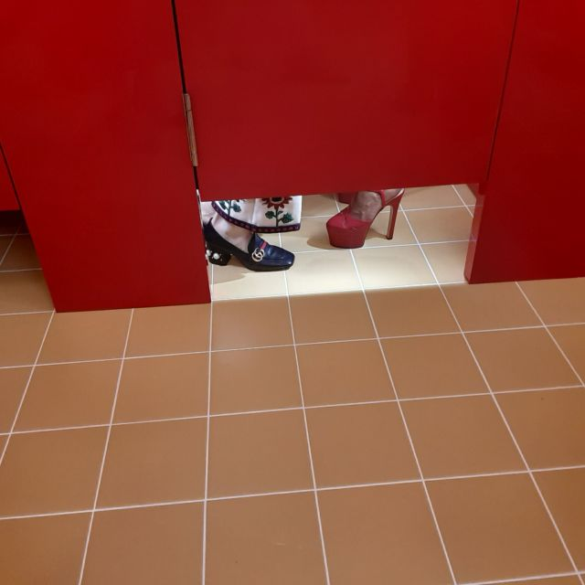 クラブのトイレが!