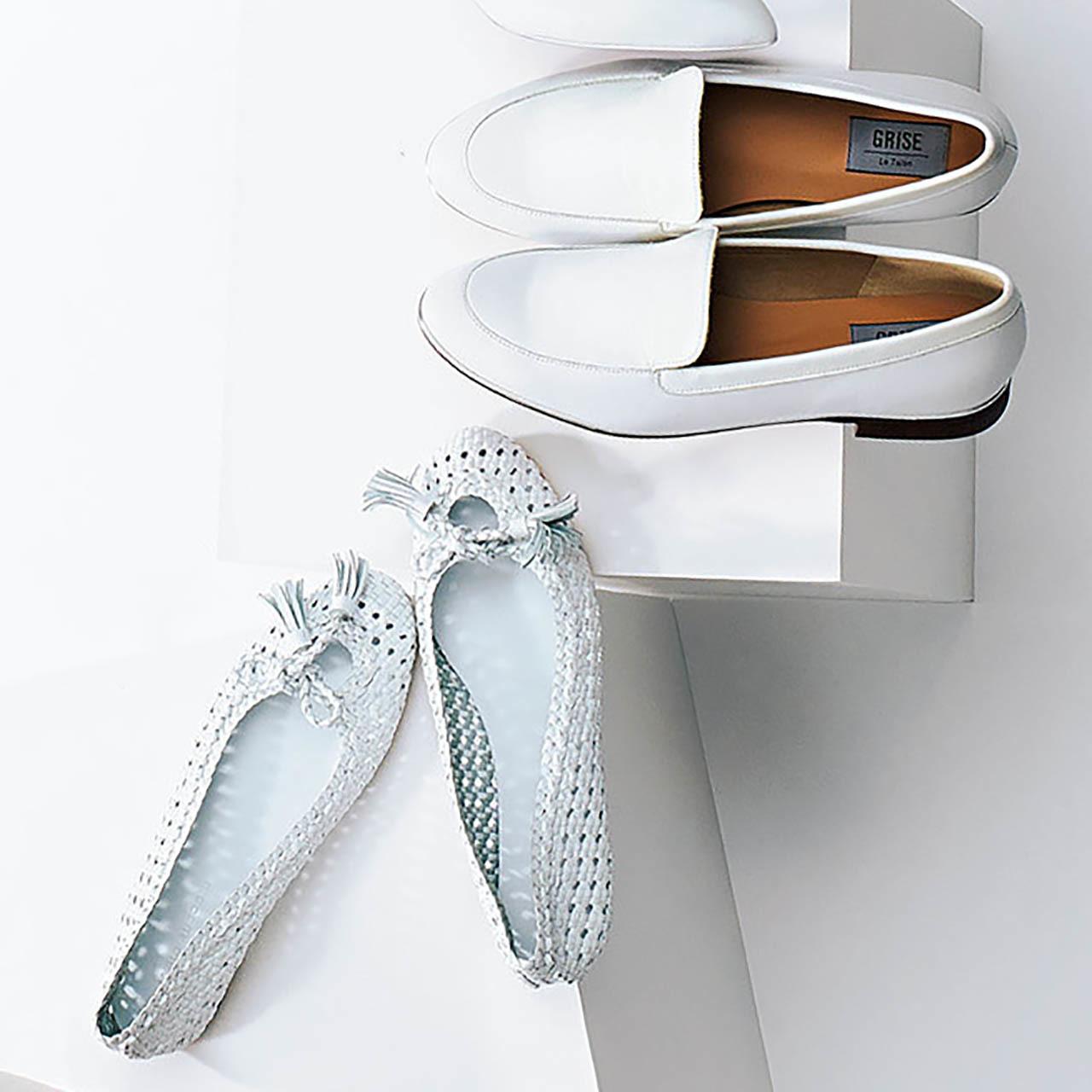 人気ブランドの白いフラット靴2足