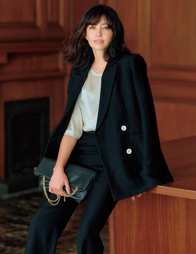 カオスのブランドを象徴するダブルブレストのジャケットコーデのRINA