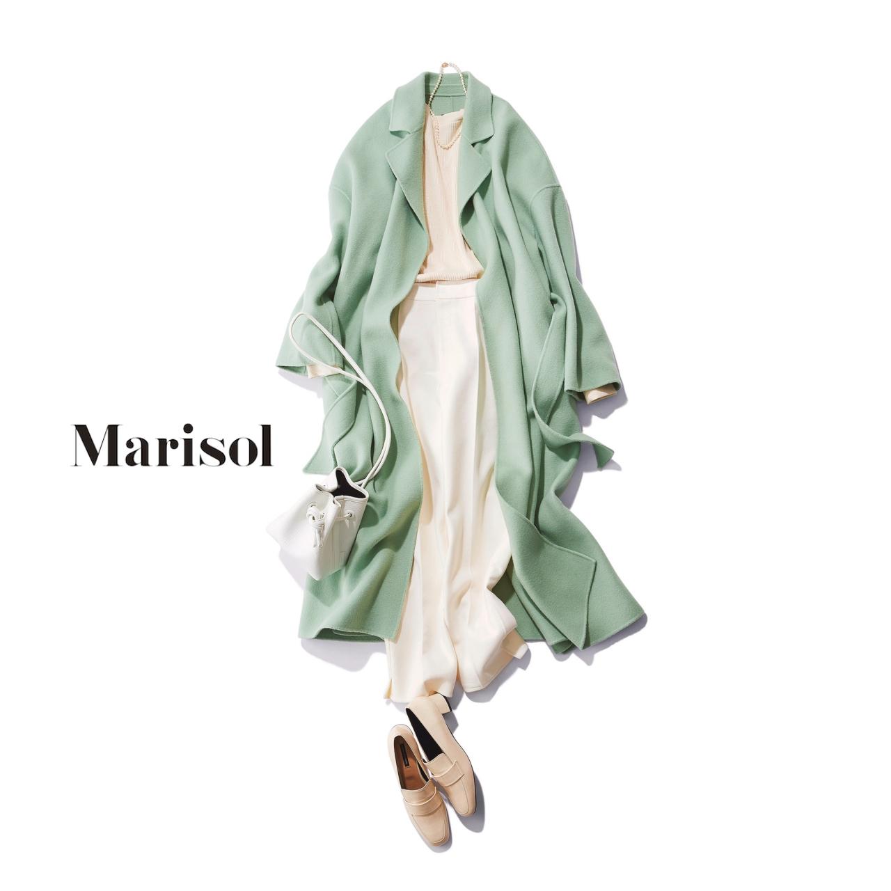 40代ファッション 白ニット×白パンツ×パステルグリーンコートコーデ