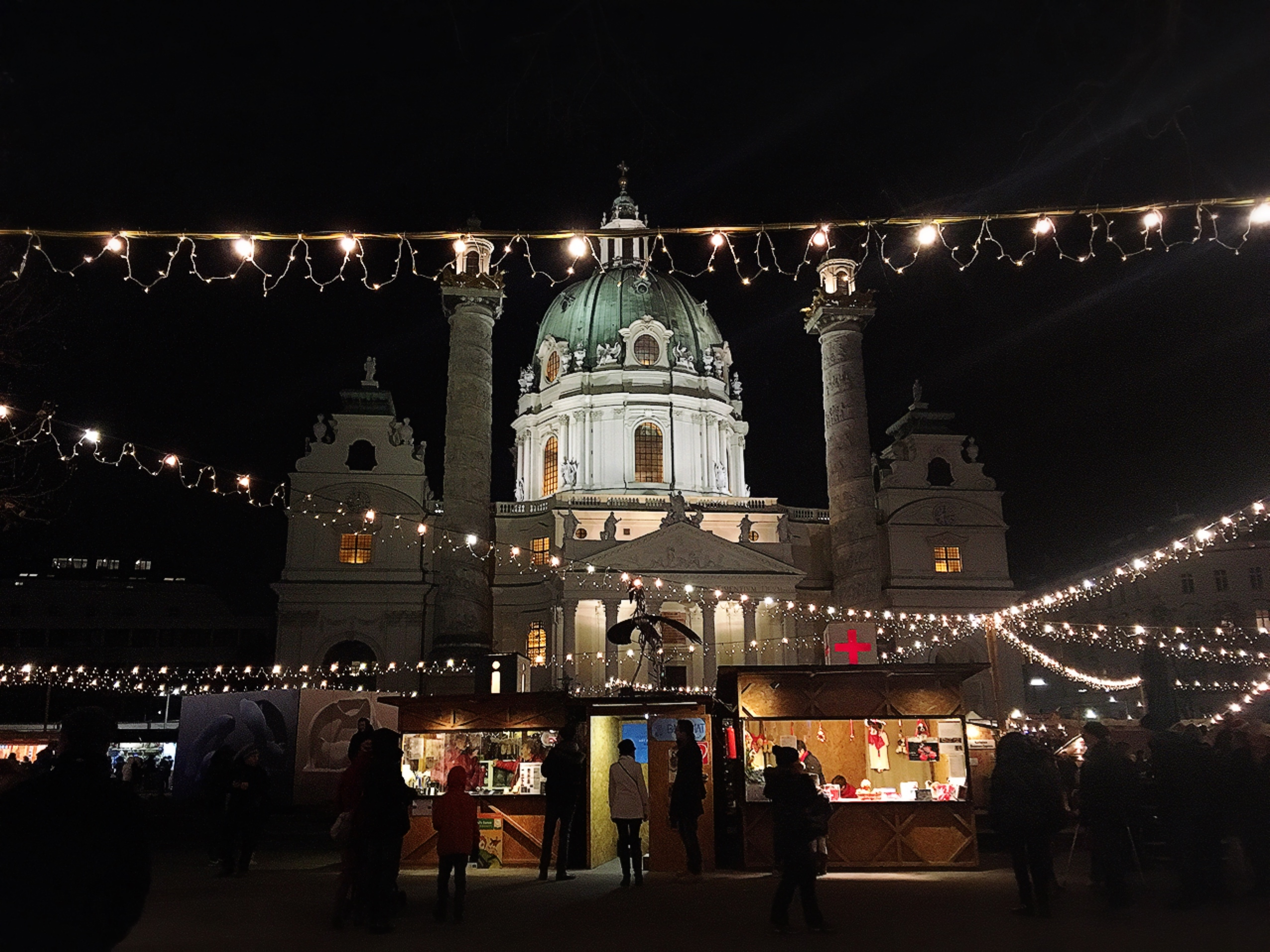 ウィーンのカールス教会のクリスマスマーケット_1_3
