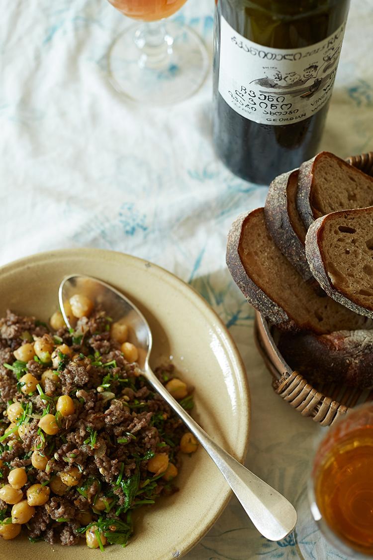 【ジョージアワインに合うおつまみレシピ 1】ひき肉とひよこ豆のスパイス炒め1