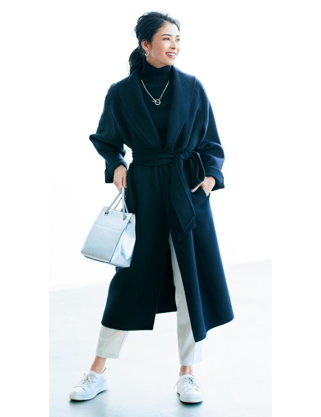 """""""小柄さん""""におすすめ円錐形スタイル ガウンコートはちょい高めにベルトをキュッと締めるべし"""