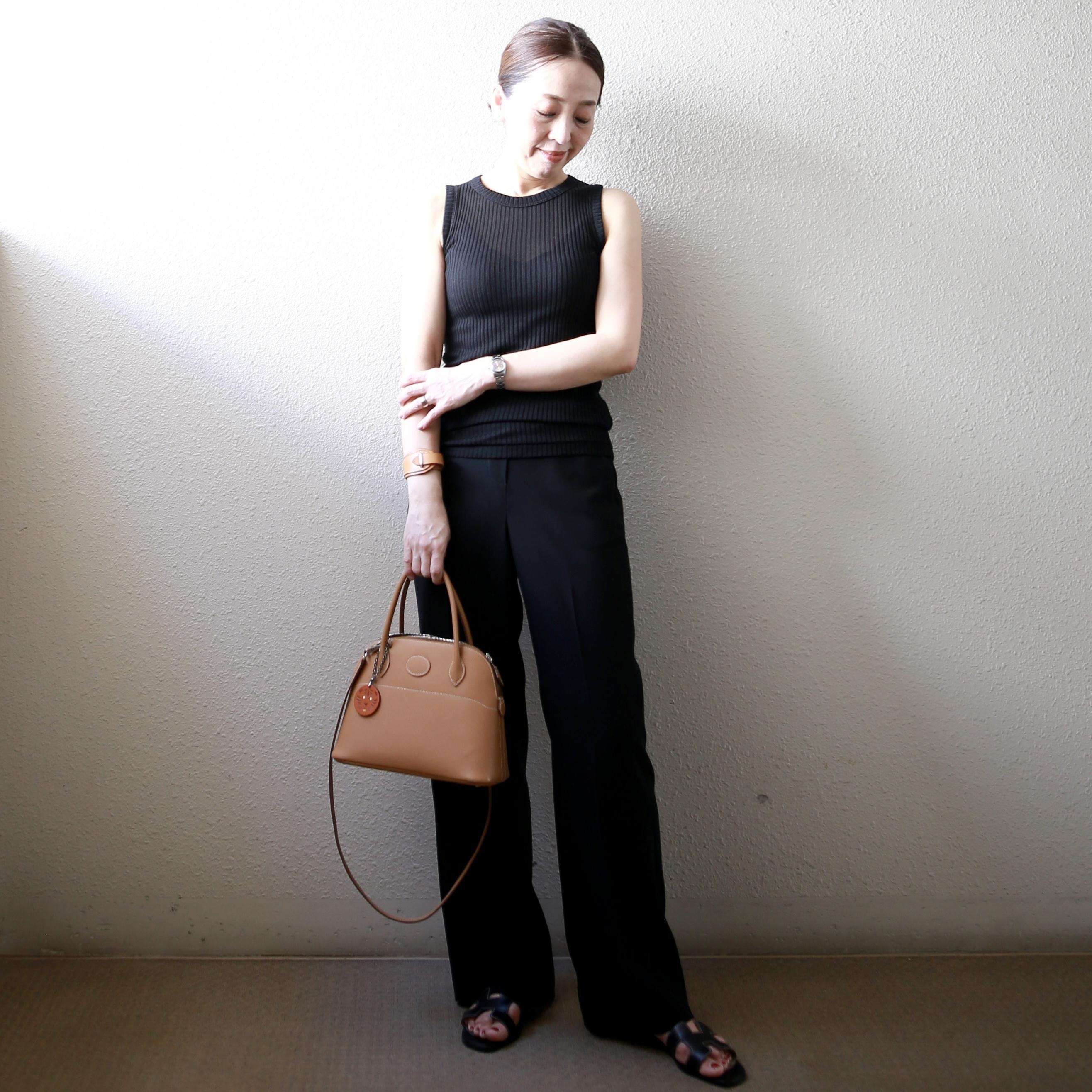 【真夏こそ映える黒コーデ】重たく見えず、シックに決まるアラフォーの黒コーデまとめ|40代ファッション_1_18