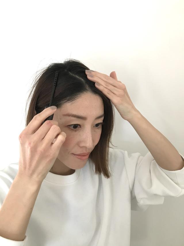 お出かけ前の白髪隠しに便利な1本。初めてのヘアマスカラ体験!_1_3-2