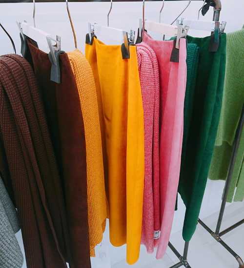 マリソル誌面掲載の大人気スカート、秋冬バージョンは真紅!_1_3-2