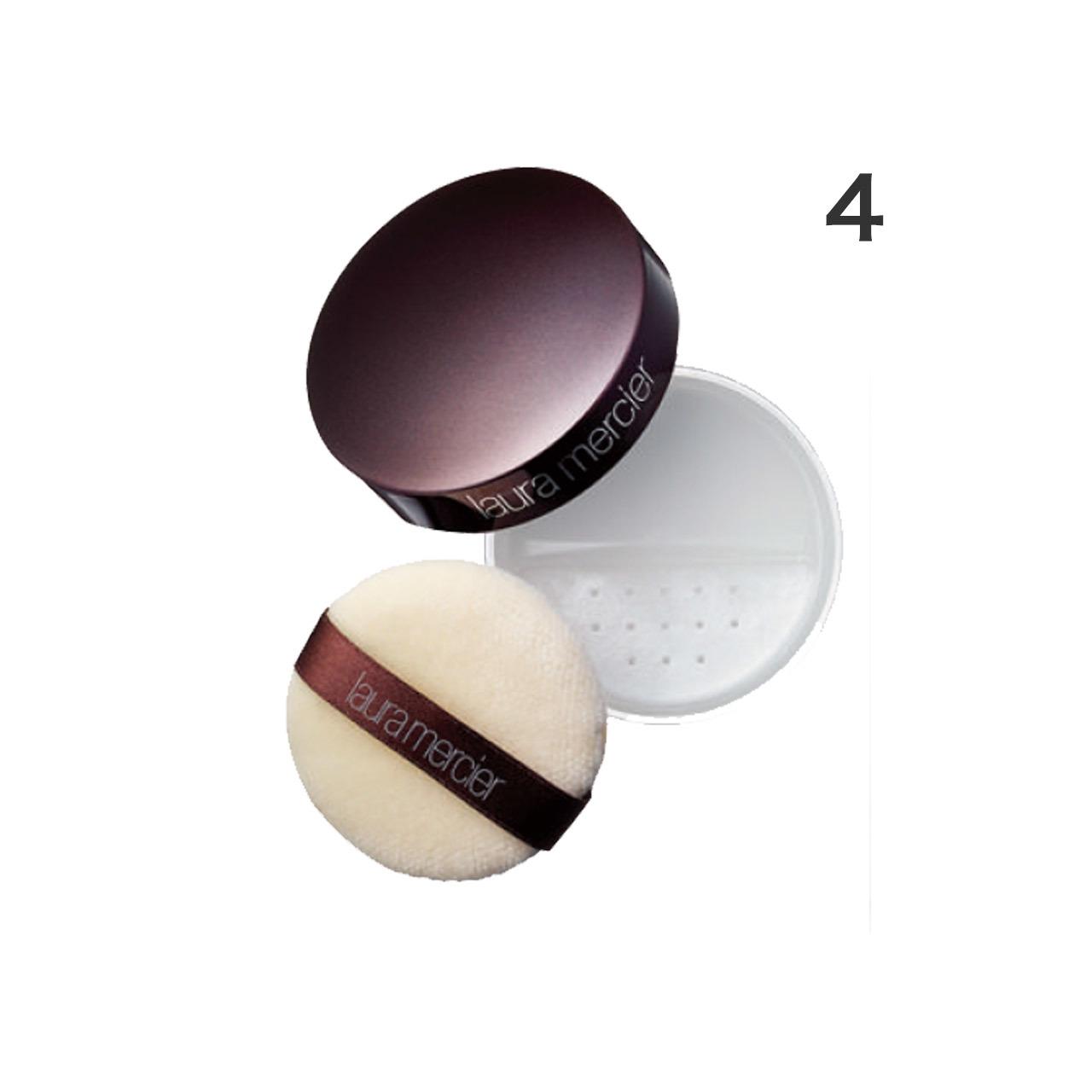 余分な皮脂を吸収するお粉は「ファンデーションのつけすぎが防げて、驚くほどキレイに仕上がります」