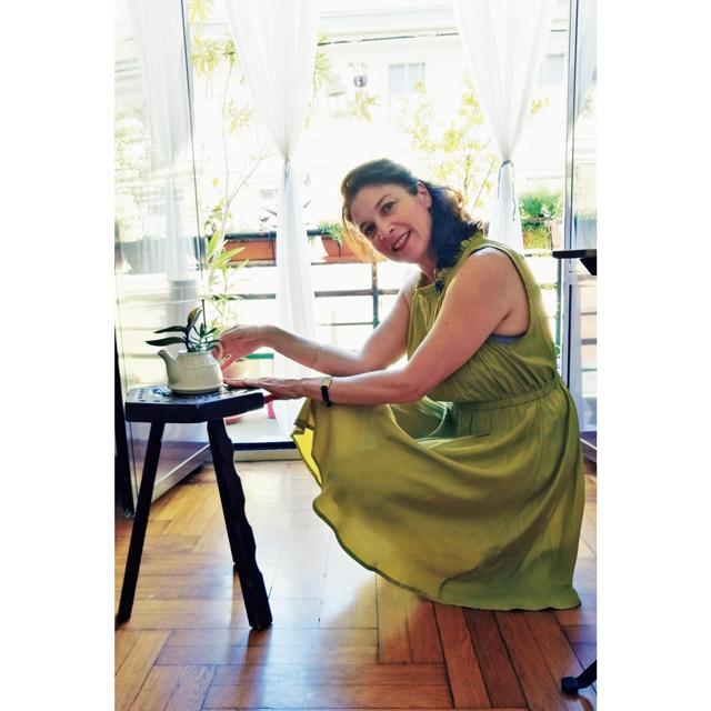 ❶「着飾ることは自分のためと相手への思いやりです」とイレーネさん。どこかにフェミニンさを表現するのが彼女流