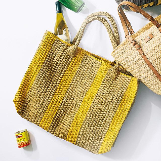 かご素材のマーケットバッグ ¥35,200/ラウンジドレス 青山店(ガブリエル フランツェン)