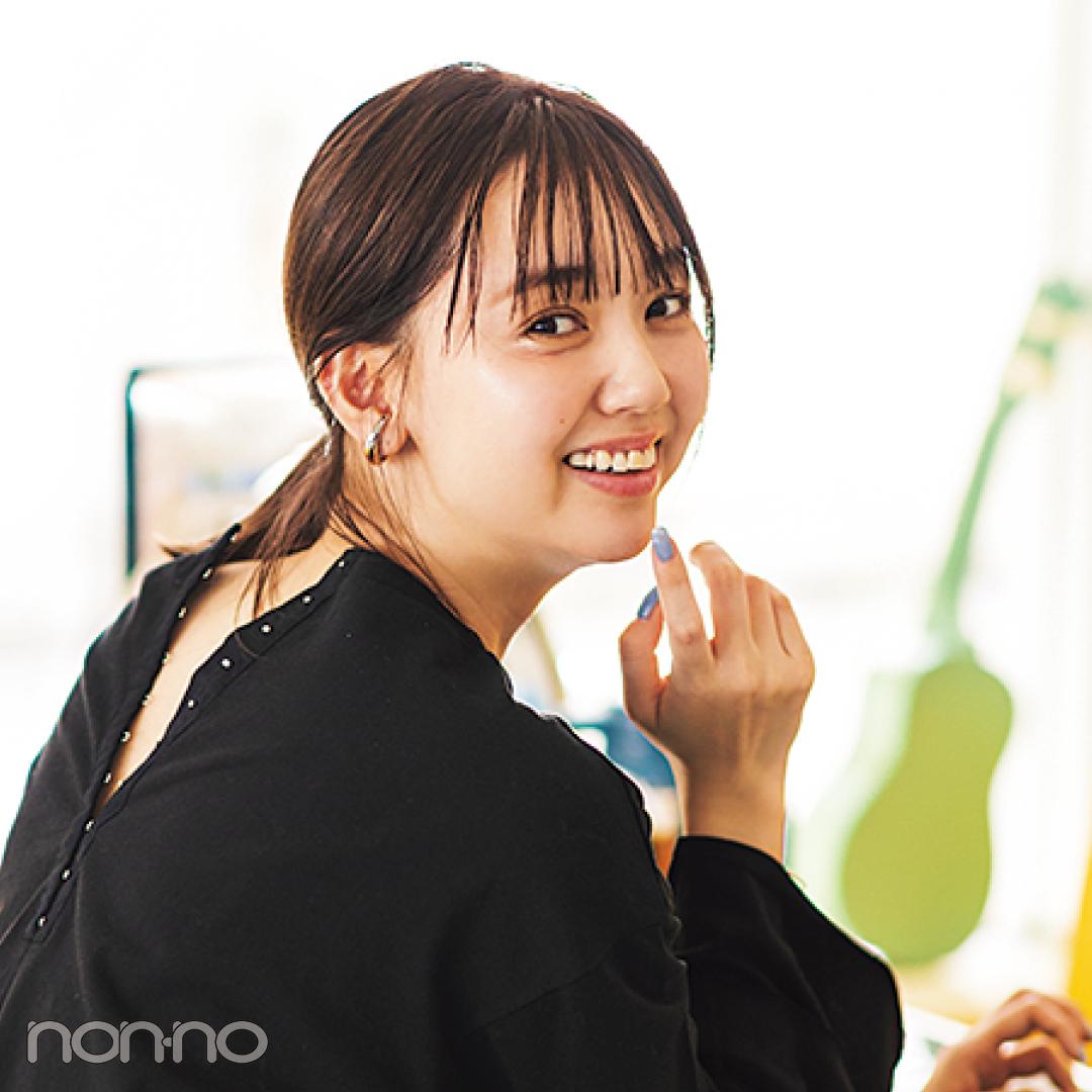 江野沢愛美が着るバックコンシャスTシャツコーデ16