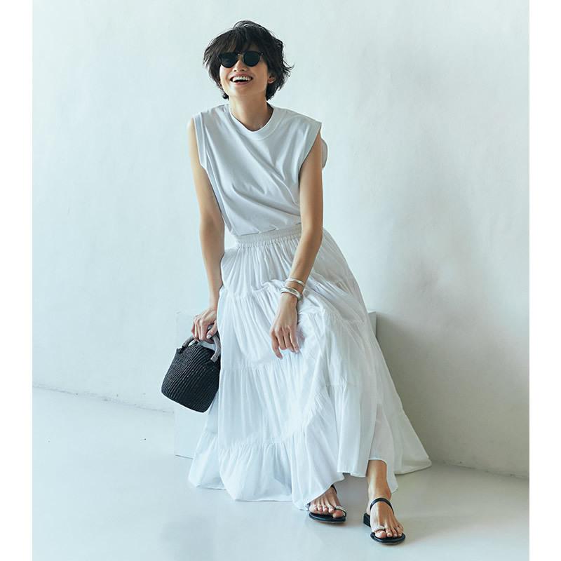 白Tシャツ×白スカートコーデ