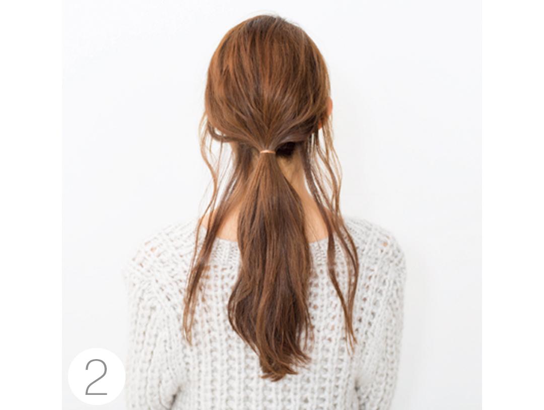 Vネックニットに映えるヘアアレンジは後れ毛がポイント!_1_2-3