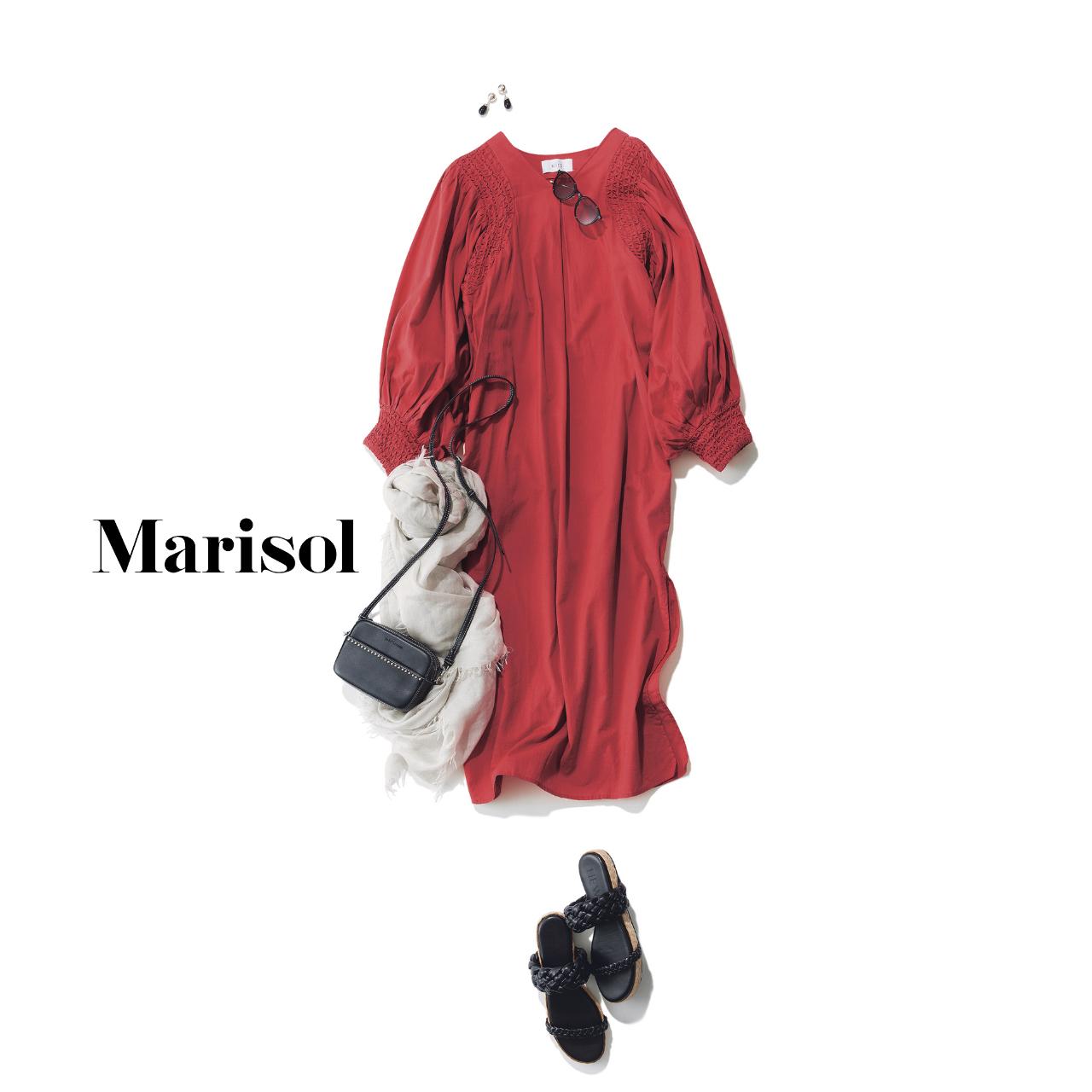 40代ファッション  赤ワンピース×黒サンダルコーデ