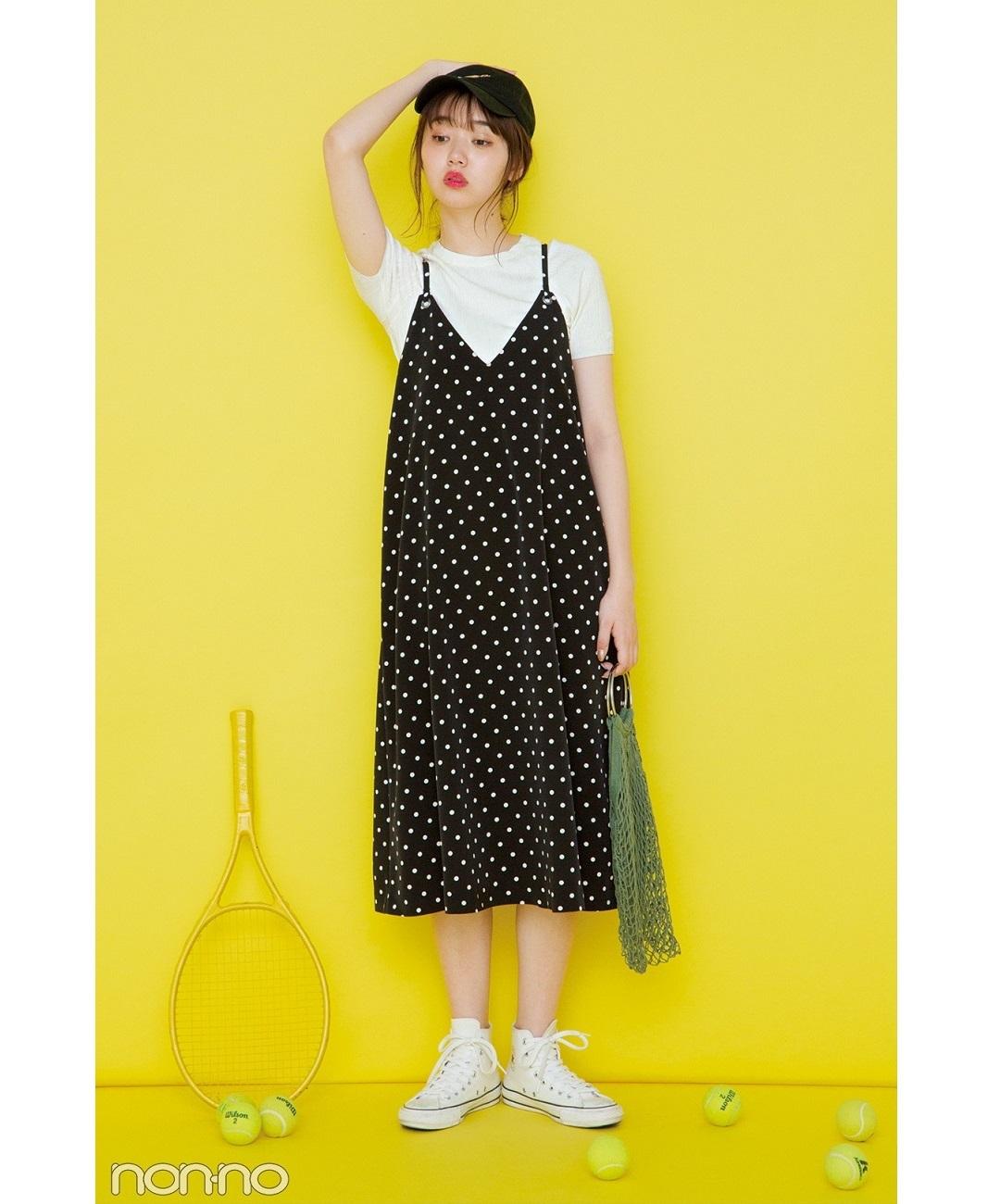 【夏のワンピースコーデ】江野沢愛美は、キャミソールワンピ×Tシャツ&スニーカーでカジュアルミックスコーデ