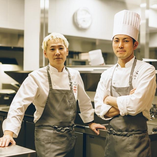 小林圭シェフ(左)と厨房を任される佐藤充宜シェフ