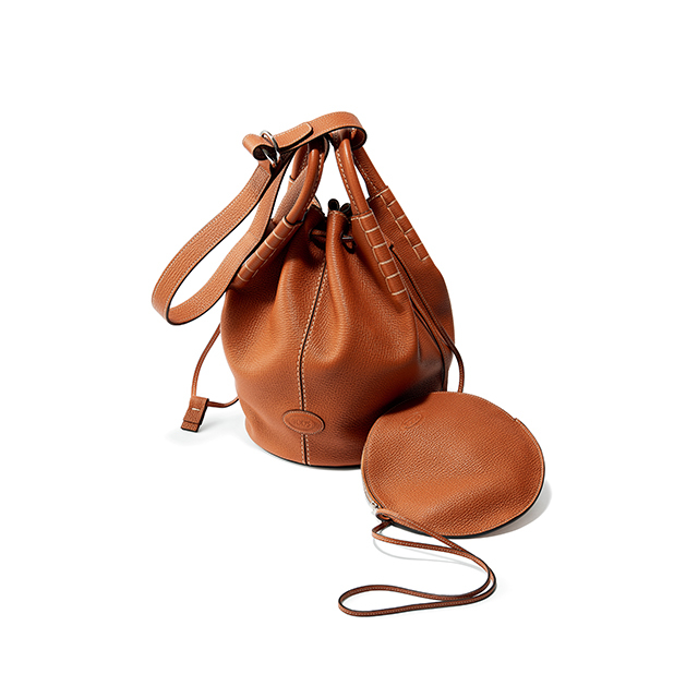 ワーケーション スタイルに似合う、 「トッズ」の 新作レザーバッグ
