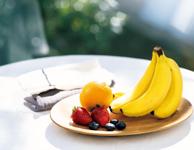 バナナと旬のフルーツ、食べることでデトックスする