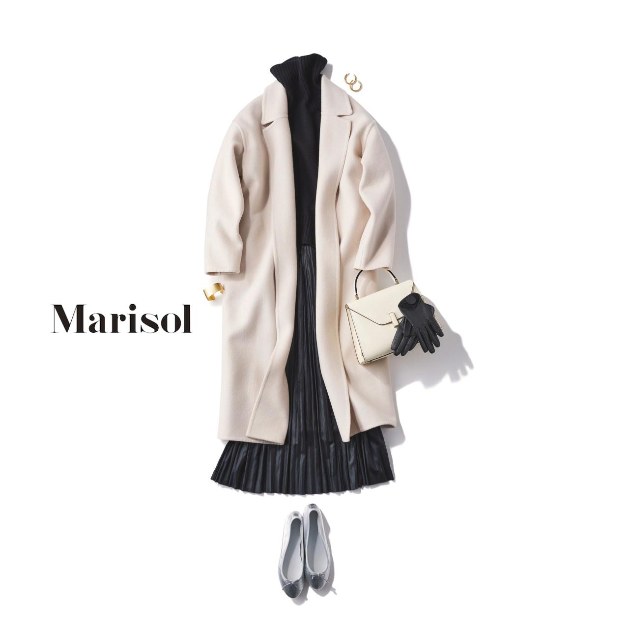 40代ファッション 白ロングガウンコート×タートルネックニット×プリーツスカートコーデ