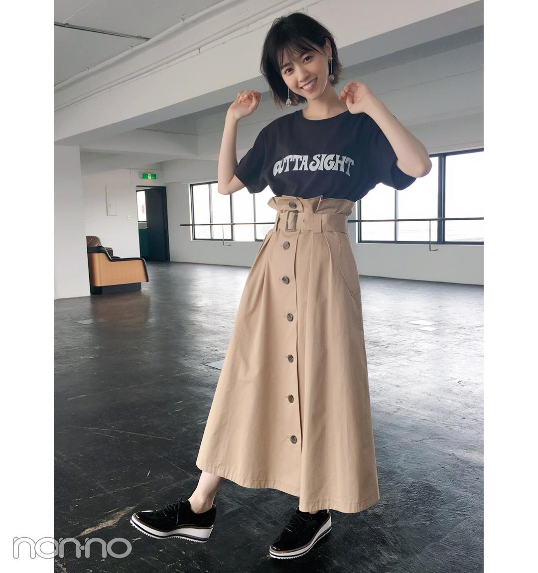 西野七瀬は人気のチノスカートに黒ロゴTでスカートカジュアル♪【毎日コーデ】