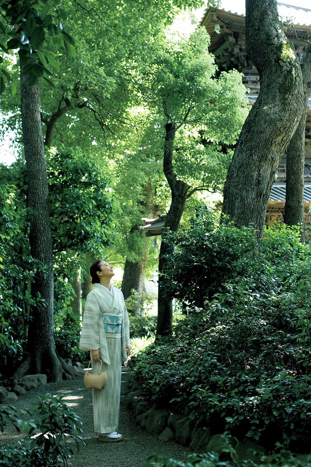 亜希、夏着物でお出かけ。緑陰に惹かれて、大人の街・目白へ 五選_1_1-2