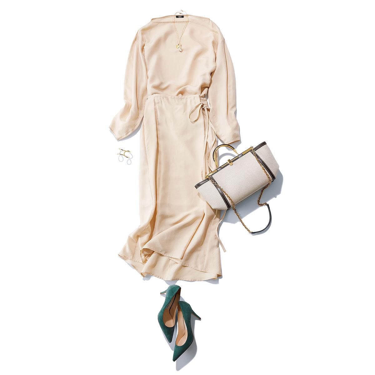 ブラウス×スカートのセットアップのワントーンコーデ
